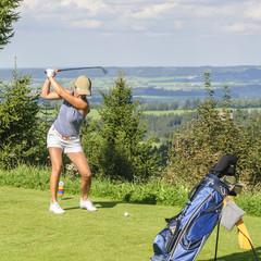 exponierter Abschlag beim Golf