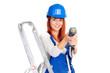 heimwerkerin mit akkuschrauber in der hand