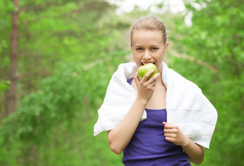 Athlete woman eating apple