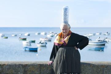 breton women with headdress bigouden