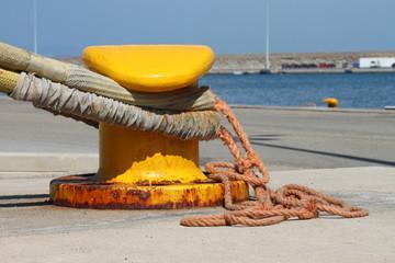 Iron dock cleat