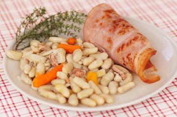 La poutine, un plat pour les Québécois de sauce ! Vous connaissez ? 240_F_44038992_aeQusiswNuj7TOb6rZqm09CKD14YjRaA
