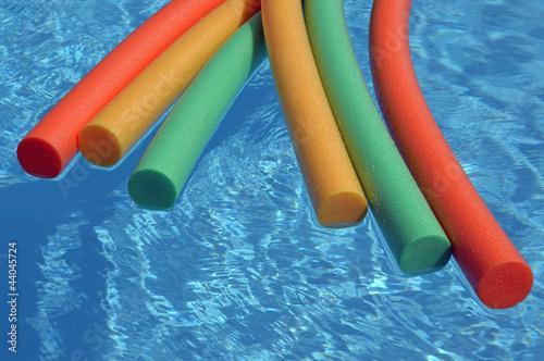 frites sur piscine 1 de pascalr photo libre de droits 44045724 sur. Black Bedroom Furniture Sets. Home Design Ideas