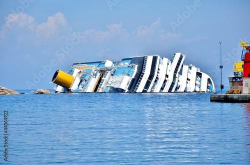 Leinwanddruck Bild naufragio concordia isola del giglio toscana