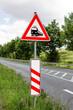 Gefahrzeichen - Unbeschrankter Bahnübergang, dreistreifige Bake