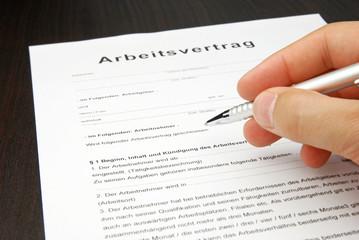 Arbeitsvertrag Vorlage Dokument mit Kugelschreiber
