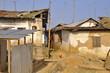 Häuser und Antennen in Afrika