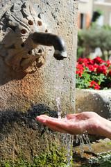 Se rafraichir à la fontaine