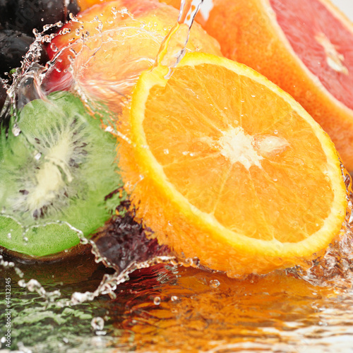Czysty owoców w sprayu wody