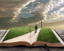 Otwórz Biblię z człowiekiem i krzyża