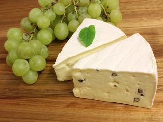 Käse und Weintrauben