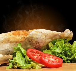 Pollo asado humeando.