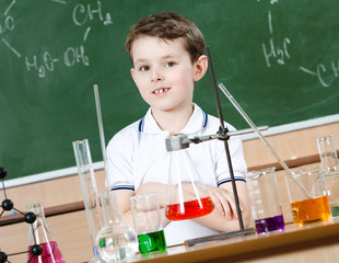 Little chemist is going to hold an experiment at chemistry class