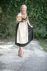 Maßkrug Bier & Dirndl