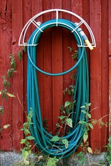 aufgehängter Gartenschlauch