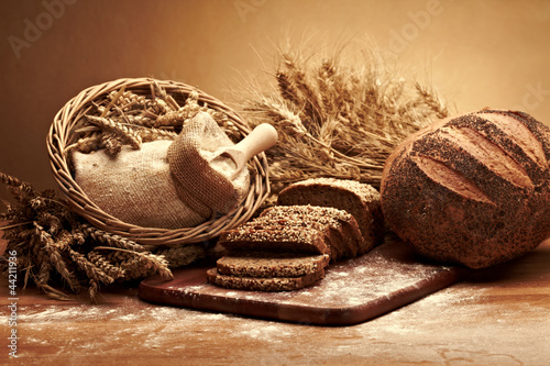 Zdjęcia na płótnie, fototapety na wymiar, obrazy na ścianę : Traditional bread