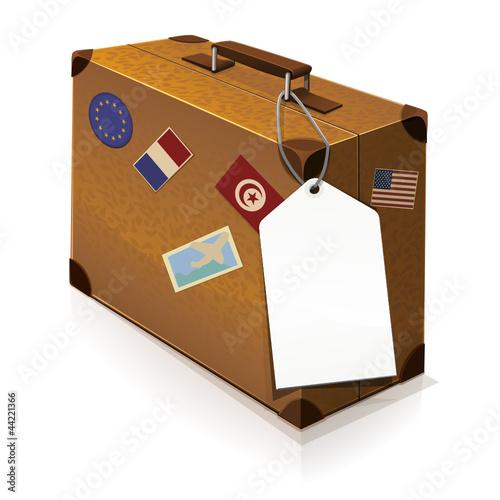 Valise ancienne et son étiquette blanche