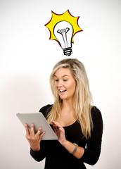 frau mädchen mit tablet pc ipad online shopping wissen