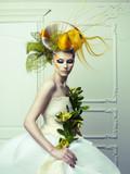 Lady with avant-garde hair - 44224773