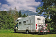 Camper in sosta su prato di montagna - 44226999