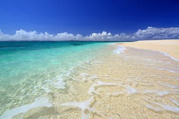 南国の美しい海と紺碧の空