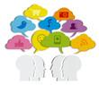 Grupo de personas con globos de texto multicolor