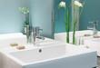 Edler Waschtisch mit Spiegel und Dekoration