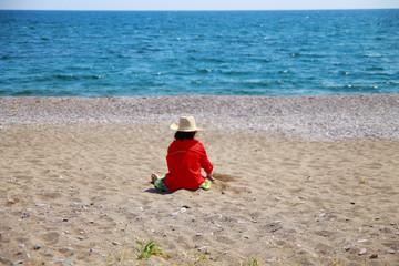 мальчик на берегу моря