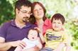 Familie im Grünen