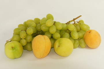 Grapes and apricot