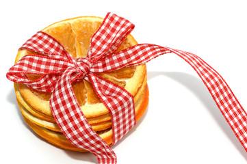 Apfelsinenscheiben mit Schleife
