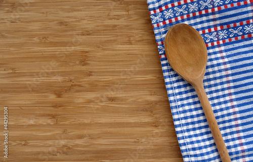 Kochlöffel auf Holzbrett