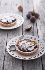 Fig tart with almonds and sugar