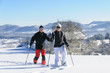 Rentnerpaar auf Schneeschuhtour