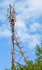 The antennas GSM and the retranslator against the sky