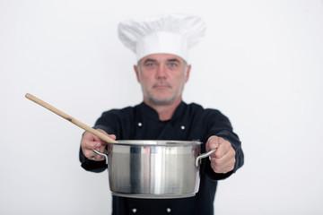 Koch mit Kochtopf und Kochlöffel