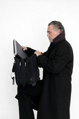 Geschäftsmann mit Laptoptasche