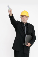 Bauleiter zeigt mit Meterstab