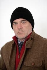 älterer Mann mit Mütze