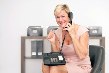 freude beim telefonieren