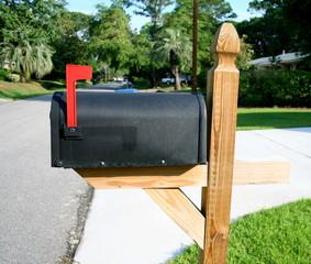 Cassetta della Posta con asta rossa alzata
