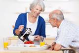 Fototapety älteres ehepaar beim frühstück