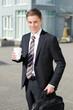 businessmann geht zum geschäftstermin