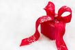 Ein rotes Weihnachtspäckchen