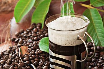 Café expreso, humeante.