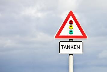 Schild Tanken © Matthias Buehner