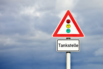 Schild Tankstelle © Matthias Buehner