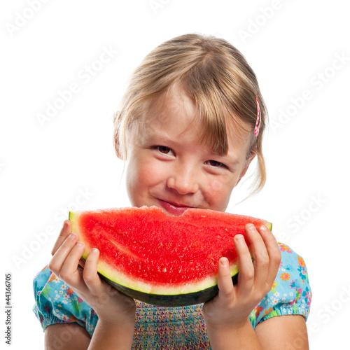 Kind beim Melone essen