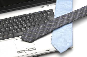 パソコンとネクタイ
