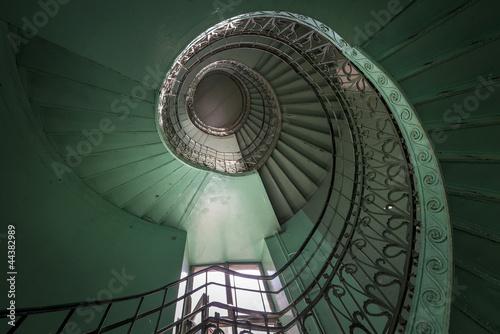 spirala-stary-zielony-i-grunge-schody